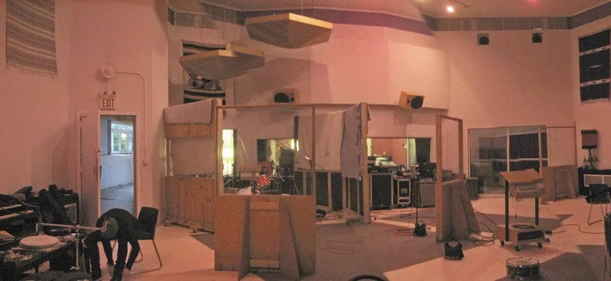 Big Room Watermusic Flat